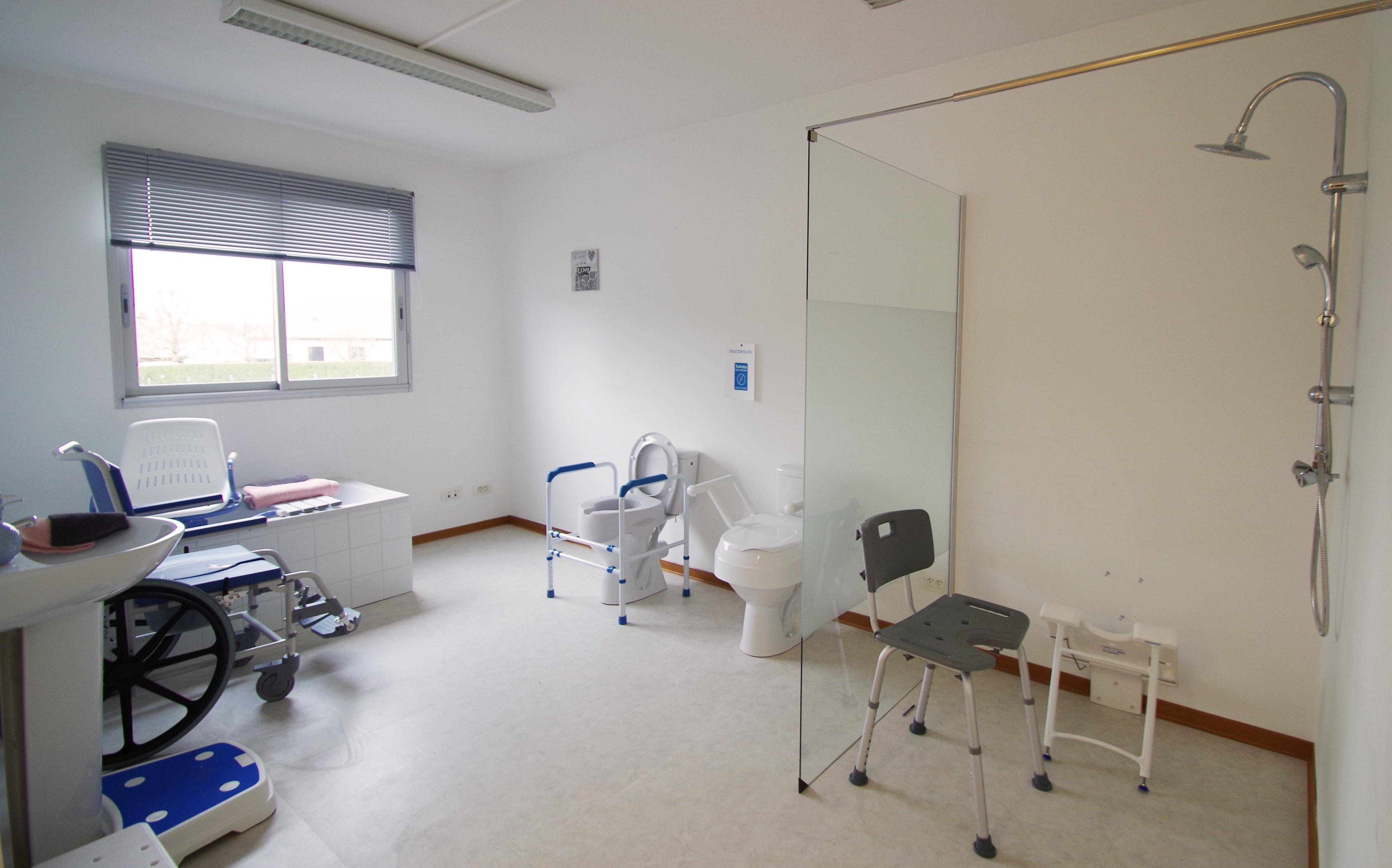 CICAT 24 - Salle de bains médicalisée reconstituée pour personnes handicapées ou âgées