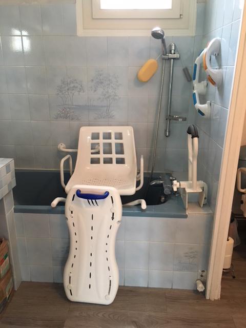 CICAT 24 Bergerac - Baignoire médicalisée adaptée aux personnes dépendantes
